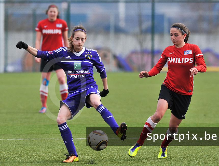 RSC Anderlecht Dames - PSV / FC Eindhoven : duel tussen Tessa Wullaert en Danielle van de Donk (rechts).foto David Catry / Vrouwenteam.be