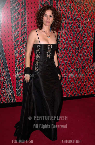 Actress KIM DELANEY at a benefit gala for the Children's Action Network honoring fashion designer Valentino at the Pacific Design Centre, Los Angeles..17NOV2000.   © Paul Smith / Featureflash