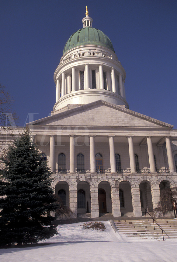 AJ3309, State House, State Capitol, Augusta, Maine, Snow on the State House steps in the capital city of Augusta in the state of Maine.