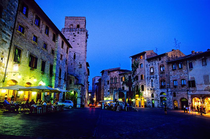 Piazza Della Cisterna, San Gimignano, Tuscany, Italy