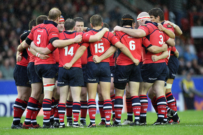 Photo: Rich Eaton...Leicester Tigers v Munster Rugby. Heineken Cup. 22/10/2006. Munster team huddle