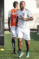 SÃO PAULO, SP, 14.10.2015 - FUTEBOL-CORINTHIANS -  Vagner Love jogador do Corinthians durante sessão de treinamento no Centro de Treinamento Joaquim Grava na região leste de São Paulo nesta quarta-feira, 14. (Foto: Marcos Moraes / Brazil Photo Press)