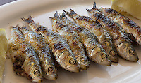 Spain, Andalusia, Province Almería: Grilled Sardines | Spanien, Andalusien, Provinz Almería: gegrillte Sardinen