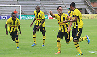 BUCARAMANGA -COLOMBIA, 10-08-2013.  Jugadores de Alianza celebran un gol durante el encuentro entre Alianza Petrolera y Atlético Nacional válido  por la fecha 3 de la Liga Postobon II 2013 disputado en el estadioAlvaro Gómez Hurtado de la ciudad de Floridablanca./ Alianza players celebrate a goal during match between Alianza Petrolera and Atletico Nacional valid for the third date of the Postobon League II 2013 played at Alvaro Gomez Hurtado stadium in Floridablanca city Photo:VizzorImage / Jaime Moreno / STR