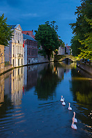 Belgique, Flandre-Occidentale, Bruges, centre historique classé Patrimoine Mondial de l'UNESCO, , le long du canal Groenerei  //  Belgium, Western Flanders, Bruges, historical centre listed as World Heritage by UNESCO, along the Groenerei canal,