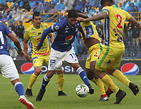 BOGOTÁ - COLOMBIA, 16-02-2019:Cristian Marrugo (Izq.) jugador de Millonarios disputa el balón con Luis Cardoza (Der.) jugador del Atlético Huila  durante partido por la fecha 5 de la Liga Águila I 2019 jugado en el estadio Nemesio Camacho El Campín de la ciudad de Bogotá. /Cristian Marrugo (L) player of Millonarios  fights for the ball with Luis Cardoza (R) player of Atletico Huila  during the match for the date 5 of the Liga Aguila I 2019 played at the Nemesio Camacho El Campin Stadium in Bogota city. Photo: VizzorImage / Felipe Caicedo / Staff.