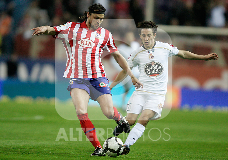 Atletico de Madrid's Tomas Ujfalusi against Deportivo de la Coruna's Andres Guardado during La Liga match. April 04, 2010. (ALTERPHOTOS/Alvaro Hernandez)