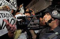 SAO PAULO, SP, 01.07.2014 - PROTESTO SP PRISÃO ATIVISTAS - Militantes de diversos movimentos sociais realizaram um ato pela libertação de Fábio Hideki, funcionário e aluno da Universidade de São Paulo (USP), e o professor de inglês Rafael Marques, nesta terça- feira, 01, na Praça Roosevelt, no centro de São Paulo. Eles foram presos por um policial civil à paisana após o término de um protesto contra os gastos da Copa do Mundo, no último dia 23.(Foto: Kevin David - Brazil Photo Press).