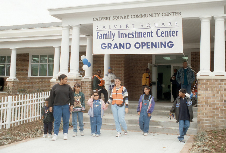 1999 March 08..Assisted Housing..Calvert Square..FAMILY INVESTMENT CENTER GRAND OPENING...NEG#.NRHA#..