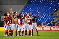 ATENCAO EDITOR: FOTO EMBARGADA PARA VEÍCULOS INTERNACIONAIS. - RIO DE JANEIRO, RJ, 16 DE SETEMBRO DE 2012 - CAMPEONATO BRASILEIRO - FLAMENGO X GREMIO - Jogadores do Flamengo se reunem no centro de campo e agradecem o apoio da torcida, apos o jogo com o Gremio, pela 25a rodada do Campeonato Brasileiro, no Stadium Rio (Engenhao), na cidade do Rio de Janeiro, neste domingo, 16. FOTO BRUNO TURANO BRAZIL PHOTO PRESS