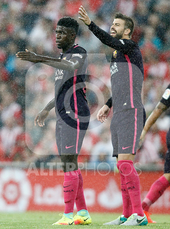 FC Barcelona's Samuel Umtiti (l) and Gerard Pique during La Liga match. August 28,2016. (ALTERPHOTOS/Acero)