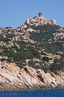 Europe/France/2A/Corse du Sud/ Murtoli: le Golfe de Roccapina avec ses rochers et sa tour génoise