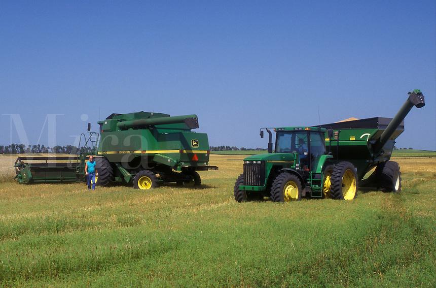 AJ0470, North Dakota, harvest, Farm machinery harvesting a field of wheat in Richland County.