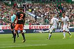 05.08.2017, Weserstadion, Bremen, GER, FSP, SV Werder Bremen (GER) vs FC Valencia (ESP)<br /> <br /> im Bild<br /> Florian Kainz (Werder Bremen #7) mit Freistoss, <br /> <br /> Foto © nordphoto / Ewert