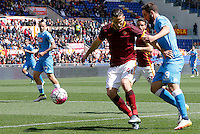 Calcio, Serie A: Roma vs Napoli. Roma, stadio Olimpico, 25 aprile 2016.<br /> Napoli's Gonzalo Higuain, right, is challenged by Roma's Kostas Manolas during the Italian Serie A football match between Roma and Napoli at Rome's Olympic stadium, 25 April 2016.<br /> UPDATE IMAGES PRESS/Riccardo De Luca