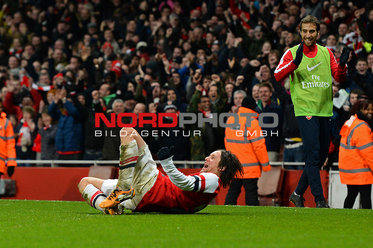 Arsenal's Tomas Rosicky celebrates scoring a goal    04/01/2014 - SPORT - FOOTBALL - Emirates Stadium - London - Arsenal v Tottenham Hotspur - FA Cup - Third Round<br /> Foto nph / Meredith<br /> <br /> ***** OUT OF UK *****