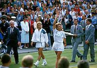1989, Wimbledon, Steffie Graf defeats Martina Navratilova and waves to the crowd