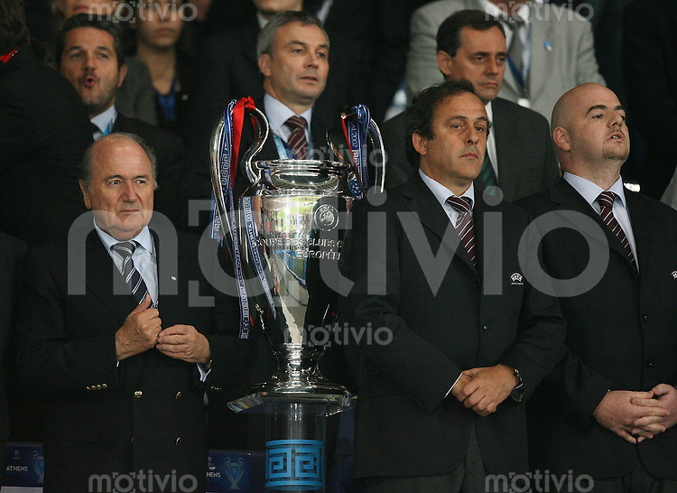 Fussball CHL Finale AC Mailand 2-1 FC Liverpool FIFA Praesident Joseph S. Blatter (li) UEFA Praesident Michel Platini (mitte)