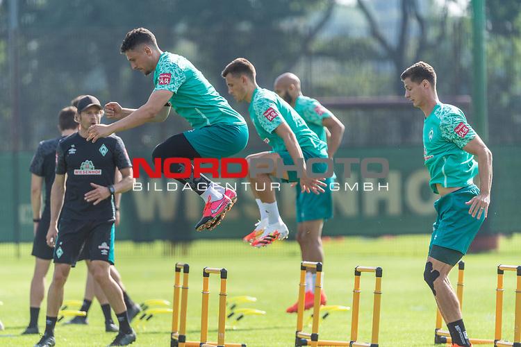 15.09.2020, Trainingsgelaende am wohninvest WESERSTADION - Platz 12, Bremen, GER, 1.FBL, Werder Bremen Training<br /> <br /> Aufwaermtraining / Dehnuebung / Springuebung<br /> <br /> Milos Veljkovic (Werder Bremen #13)<br /> Maximilian Eggestein (Werder Bremen #35)<br /> Pattrick Erras (Werder Bremen Neuzugang 29<br /> <br /> Foto © nordphoto / Kokenge