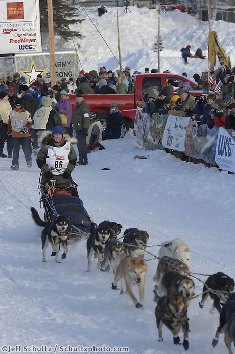 Kelley Griffin Willow restart Iditarod 2008.