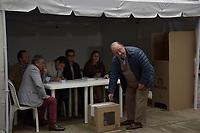 BOGOTA - COLOMBIA, 17-06-2018: El Minsitro de defensa, Luis Carlos Villegas, ejerciendo su derecho al voto. La segunda vuelta de las elecciones presidenciales de Colombia de 2018 se celebrarán el domingo 17 de junio de 2018. El candidato ganador gobernará por un periodo máximo de 4 años fijado entre el 7 de agosto de 2018 y el 7 de agosto de 2022. / The minister of defense, Luis Carlos Villegas, Excersising his right to vote. Colombia's 2018 second round presidential election will be held on Sunday, June 17, 2018. The winning candidate will govern for a maximum period of 4 years fixed between August 7, 2018 and August 7, 2022. Photo: VizzorImage / Nicolas Aleman / Cont