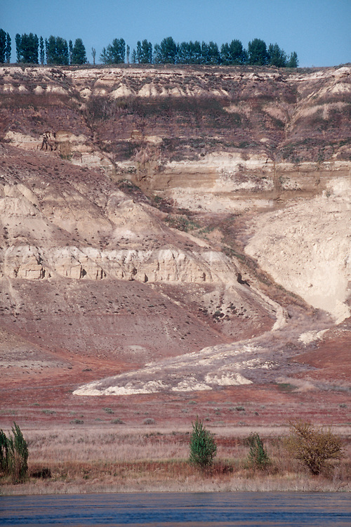Hanford Reach, Wahluke Slope, White Bluffs, landslide from irrigation runoff, Columbia River, Washington State, Increased irrigation will create greater sloughing of the White Bluffs threatening native salmon populations in the Columbia River, foreground,
