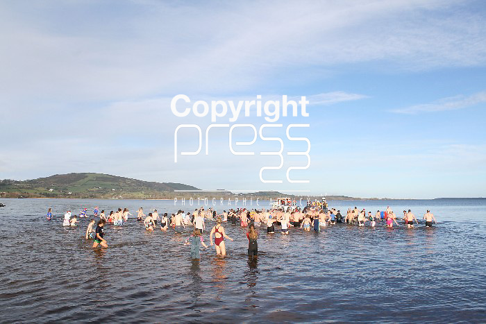 Christmas day swimmers brave the water at Killaloe, Co Clare. Picture: Marie McCallan /Press 22