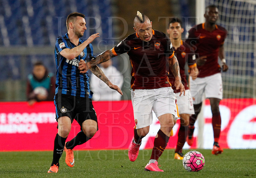 Calcio, Serie A: Roma vs Inter. Roma, stadio Olimpico, 19 marzo 2016.<br /> Roma's Radja Nainggolan, left, is challenged by FC Inter's Marcelo Brozovic during the Italian Serie A football match between Roma and FC Inter at Rome's Olympic stadium, 19 March 2016. The game ended 1-1.<br /> UPDATE IMAGES PRESS/Riccardo De Luca