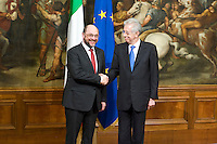 Il Presidente del Parlamento Europeo Martin Schulz si incontra con Mario Monti.European Parliament President Martin Schulz, left, shakes hands with Italian Premier Mario Monti during their meeting at Chigi Palace, in Rome.
