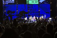 BELO HORIZONTE, MG, 02.11.2013 - CIRCUITO BANCO DO BRASIL - A banda Americana Red Hot Chilli Pepper durante apresentação no Circuito Banco do Brasil no Mega Space em Belo Horizonte, neste sábado, (02). (Foto: Marcos Fialho / Brazil Photo Press).
