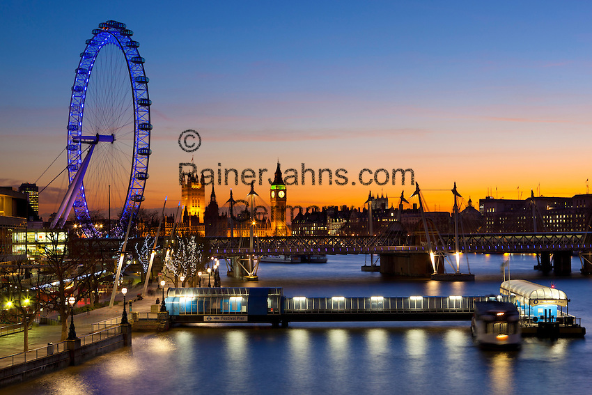 Great Britain, England, London: View from Waterloo Bridge over River Thames to the London Eye and Houses of Parliament at dusk | Grossbritannien, England, London: Blick von der Waterloo Bridge ueber die Themse zum London Eye und den Houses of Parliament zur Abenddaemmerung