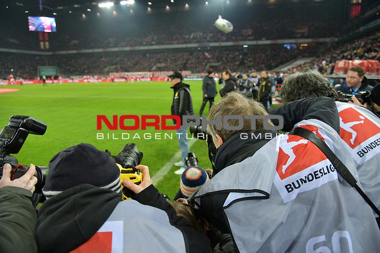 02.02.2018, RheinEnergieStadion, Koeln, GER, 1.FBL., 1. FC K&ouml;ln vs. Borussia Dortmund<br /> <br /> im Bild / picture shows: <br /> Trainer / Headcoach Peter St&ouml;ger / Stoeger (Borussia Dortmund), serh umrungen von der Presse <br /> <br /> <br /> Foto &copy; nordphoto / Meuter