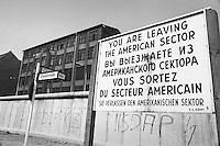 - the Berlin Wall near the border crossing Checkpoint Charlie, in the Kreuzberg district....- il Muro di Berlino presso il passaggio di frontiera Checkpoint Charlie, nel quartiere di Kreuzberg