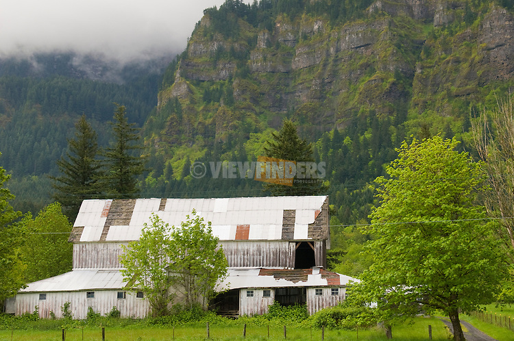 Dilapidated Barn in the Columbia River Gorge