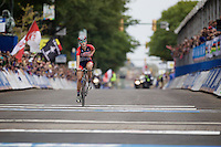 new Junior Women World Champion Chloe Dygert (USA) crossing the finish line<br /> <br /> Junior Women Road Race<br /> UCI Road World Championships Richmond 2015 / USA