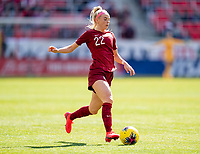 HARRISON, NJ - MARCH 08: Chloe Kelly #22 of England dribbles during a game between England and Japan at Red Bull Arena on March 08, 2020 in Harrison, New Jersey.