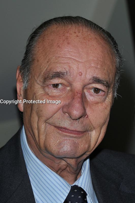 """Jacques Chirac - PrÈsentation de la ligne de bijoux """"lÈgendes de yaskou """"par StÈphanie Deydier."""