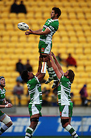 Manawatu number eight Brent Thompson takes lineout ball. Air NZ Cup - Wellington Lions v Manawatu Turbos at Westpac Stadium, Wellington, New Zealand. Saturday 3 October 2009. Photo: Dave Lintott / lintottphoto.co.nz
