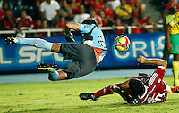 CALI -COLOMBIA-15-04-2014. Claudio Velasquez  del America de Cali disputa el balon contra Jhon Bairon Garcia guardameta  del Real Cartagena ,partido por elTorneo Postobon de la segunda divison jugado en el estadio Pascual Guerrero de la ciudad de Cali./  Claudio Velasquez  of America de Cali dispute for the ball against  Jhon Bairon Garcia goalkeepre of  Real Cartagena, Postobon tournament Cup game for the second divison played at the stadium Pacual Warrior Cali.  Photo: VizzorImage / Juan Carlos Quintero / Stringer