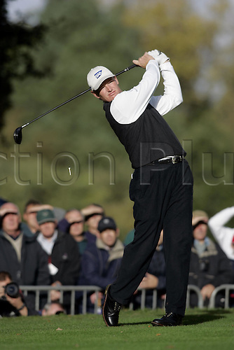 14 Oct 2004: South African golfer Ernie Els (RSA) drives from the 4th tee during his first round match against Scott Drummond (SCO). HSBC World Matchplay Championship, Wentworth, England. Photo: Glyn Kirk/Actionplus....041014.golf golfer driving drive wood