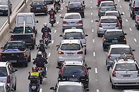 SAO PAULO, 27 DE FEVEREIRO DE 2013. - TRANSITO SP - Transito intenso na Avenida 23 de Maio, regiao sul da capital no fim da tarde desta  quarta feira, 27.  (FOTO: ALEXANDRE MOREIRA / BRAZIL PHOTO PRESS)