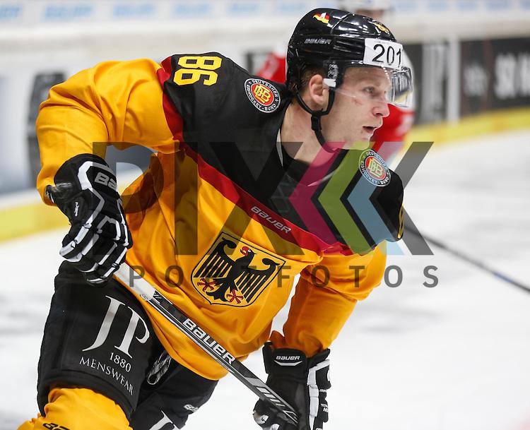 Daniel PIETTA (Deutschland),<br /> <br /> Eishockey, Deutschland-Cup 2015, Augsburg, Deutschland vs. Schweiz, 06.11.2015,<br /> <br /> Foto &copy; PIX-Sportfotos *** Foto ist honorarpflichtig! *** Auf Anfrage in hoeherer Qualitaet/Aufloesung. Belegexemplar erbeten. Veroeffentlichung ausschliesslich fuer journalistisch-publizistische Zwecke. For editorial use only.