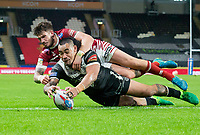 Picture by Allan McKenzie/SWpix.com - 08/09/2017 - Rugby League - Betfred Super League - The Super 8's - Hull FC v Wigan Warriors - KC Stadium, Kingston upon Hull, England - Wigan's Oliver Gildart is unable to prevent Hull FC's Mahe Fonua from scoring a try.