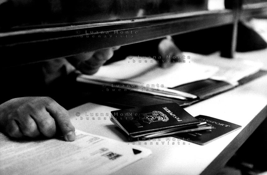 Milano, ufficio immigrazionedella questura. Immigrati in coda per presentare  i documenti necessari alla  richiesta  del permesso di soggiorno. ***Milan, Italy, 1 November 2001: Immigrants, at the foreign office of police headquarter, queueing to make application to receive the legal authorization to live in Italy.