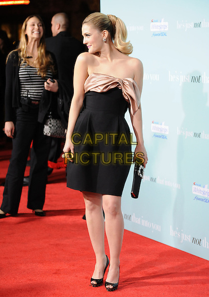 "DREW BARRYMORE.""He's Just Not That Into You"" Los Angeles Premiere at Grauman's Chinese Theatre, Hollywood, California, USA..February 2nd, 2009.full length black strapless dress bow beige silk satin open toe shoes profile ponytail .CAP/DVS.©Debbie VanStory/Capital Pictures."