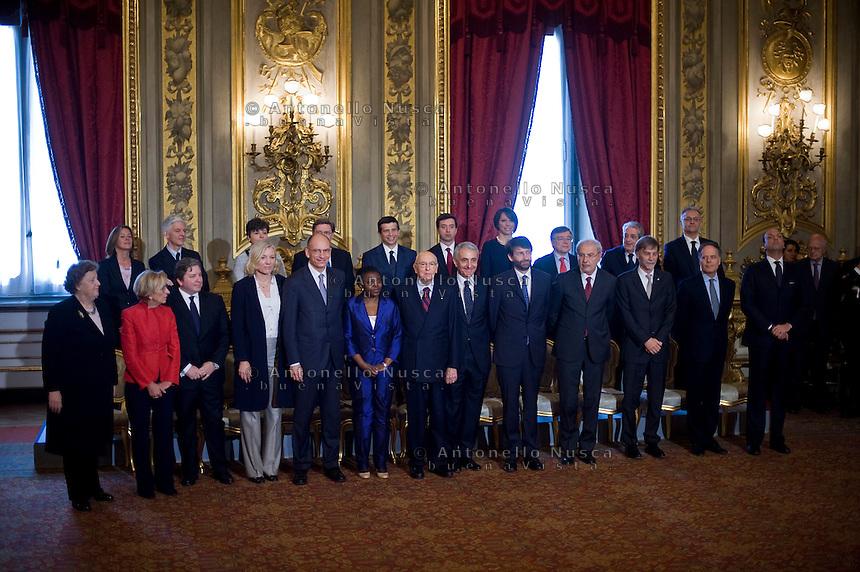 I neo ministri posano per la foto di gruppo al termine della cerimonia del giuramento del nuovo Governo Letta nel Salone delle Feste del Quirinale.