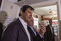 SAO PAULO, SP, 17.07.2014 - PREFEITO HADDAD / CHACARA DO JOCKEY. O prefeito de São Paulo, Fernando Haddad e o presidente do Jockey, Eduardo da Rocha Azevedo, durante visita a chacara do Jockey Clube, na zona oeste da capital paulista. A Chácara do Jockey, uma área verde de 169 mil m² localizada na região do Butantã, na zona oeste de São Paulo, será transformada em parque municipal.A prefeitura  deve pagar R$ 64 milhões pela desapropriação do terreno utilizado atualmente como escolinha de futebol. Dono da área, o Jockey Club de São Paulo aceitou negociar o valor em troca de um abatimento na dívida de IPTU que mantém com a Prefeitura. (Foto: Adriana Spaca/Brazil Photo Press)