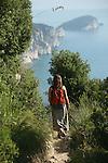 Sentier entre Campiglia et Portovenere. Parc national des Cinque Terre. Ligurie. Italie.