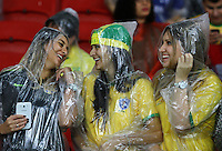 PORTO ALEGRE,RS, 10.06.2015  - BRASIL-HONDURAS-  Torcida do Brasil durante partida contra o Honduras, amistoso internacional no estádio Beira-Rio, em Porto Alegre na noite desta quarta-feira,10. (Foto: Paulo Lisboa/Brazil Photo Press)