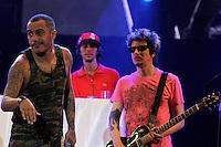 RIO DE JANEIRO, RJ, 03 DE MARCO DE 2012 - RIO VERAO FESTIVAL  - A banda Marcelo D2 durante apresentacao no Rio Verao Festival, no Estadio do Engenhao, neste sabado, 03. (FOTO: GUTO MAIA - BRAZIL PHOTO PRESS).